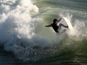 surfer-2174_640